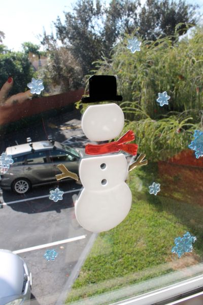 FrostyWindow_XMasDecor